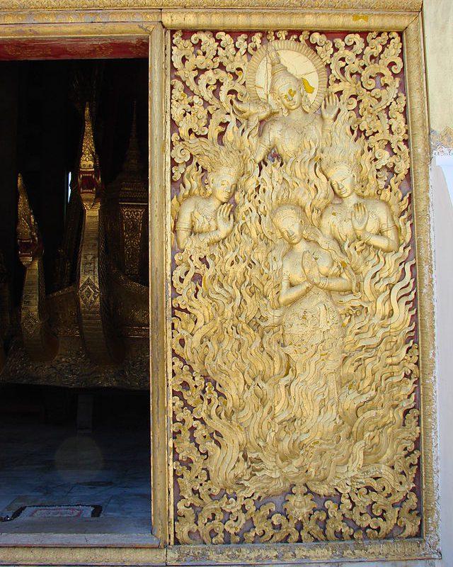 Wat_Xieng_Thong_door2009