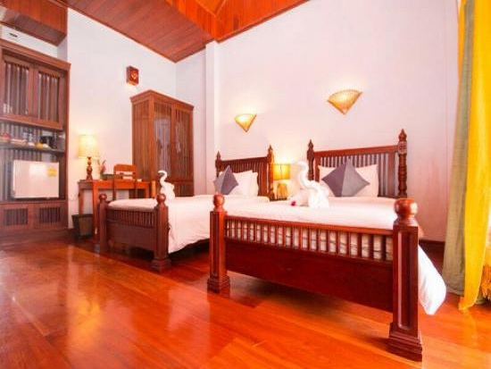 muang_thong_hotel-deluxe_room-overview2