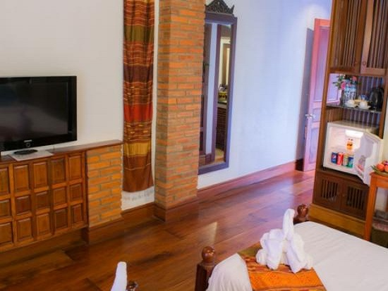 muang_thong_hotel-deluxe_room-overview3